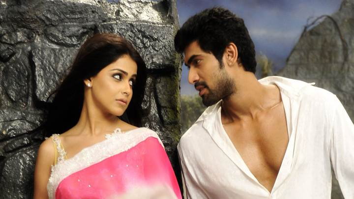 Genelia D'Souza And Rana Daggubati Near Moutains In Naa Ishtam
